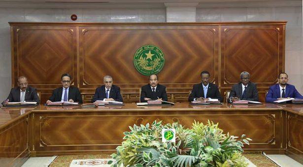 سفر الرئيس يعجل عقد أجتماع مجلس الوزراء