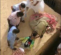الشرطة تعاين جثة لص لقي حتفه بعد سقوطه من فوق منزل حاول سرقته
