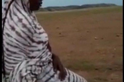 (فيديو ) فتاة موريتانية تقلد رقصة كيكي