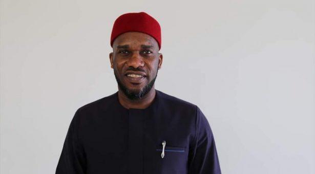 نجم الكرة النيجيرية السابق يعلن اعتناقه الدين الإسلامى